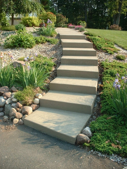 https://www.customconcretesolutionsct.com/wp-content/uploads/2019/04/Weiss_Side_Steps_lg.jpg