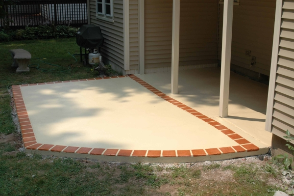 https://www.customconcretesolutionsct.com/wp-content/uploads/2019/04/West_Hartford_Patio_lg.jpg