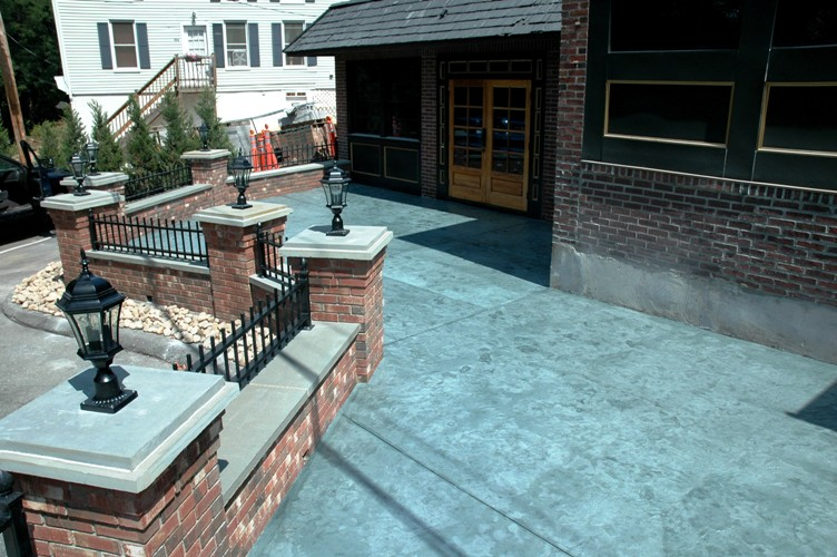 https://www.customconcretesolutionsct.com/wp-content/uploads/2019/04/Windsor-Patio.jpg