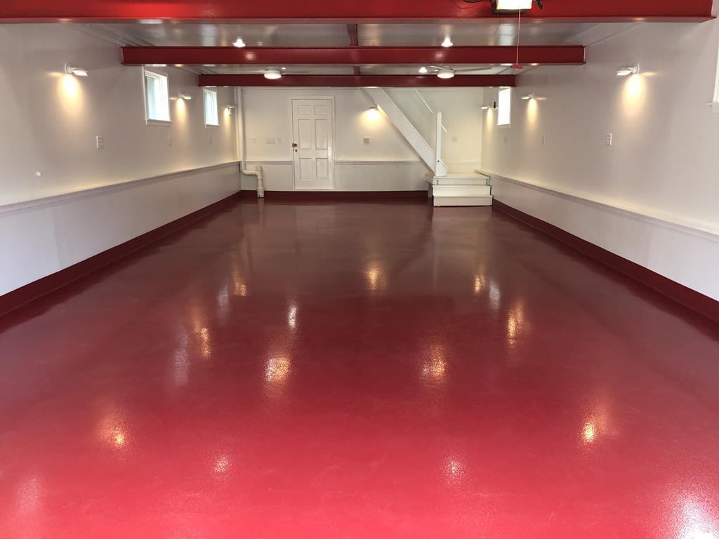 https://www.customconcretesolutionsct.com/wp-content/uploads/2019/04/epoxy-floor-1.jpg